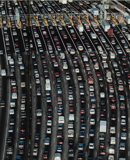 gasolina mais barata, mais carros entupindo as ruas