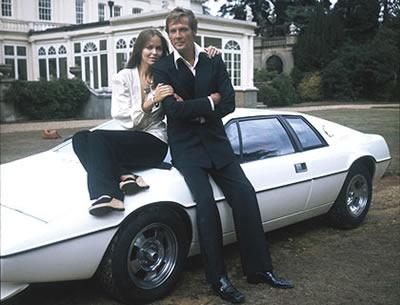 Roger Moore, Barbara Bach e o Lotus que pode ser seu apartir de £120.000,00 (se ficar no lance inicial)
