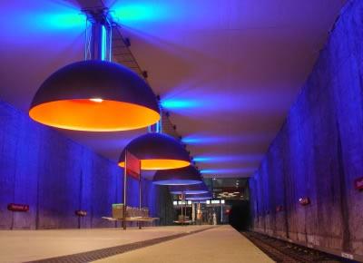Werstfriedhof, em Munique na Alemanha. Parece uma instalação de algum artista, mas é uma estação de metrô.